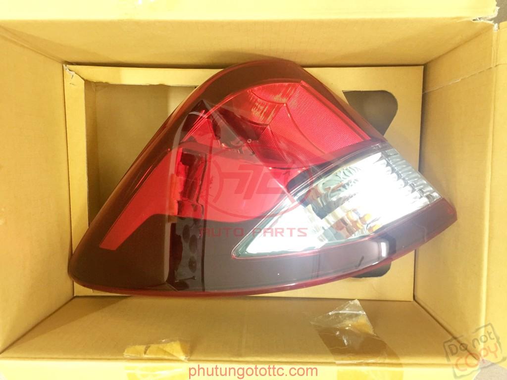 Đèn hậu ngoài Mazda BT50 2015
